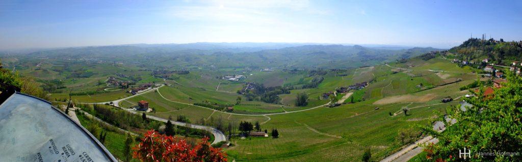 Blick von der Piazza Castello in La Morra - Piemont